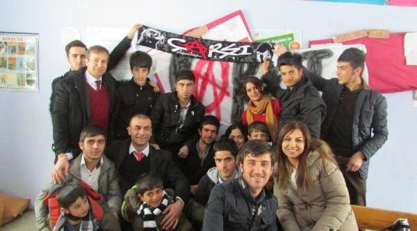 Çarşi Grubu Yardim Tir'i Irak Sinirina  Ulaşti