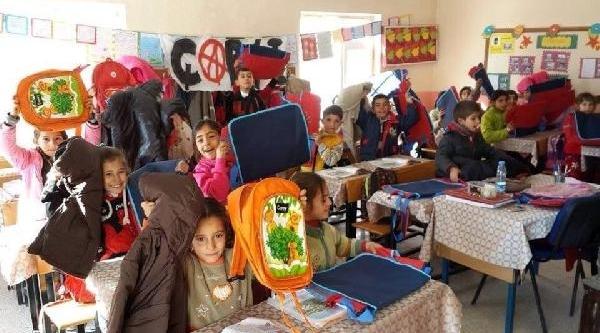 Çarşi'dan Köy Okullarina Yardim Kampanyasi