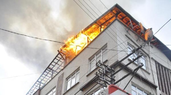 Çati Yangını Korkuttu