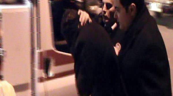 Çatida Intihar Girişiminden Polis Vazgeçirdi