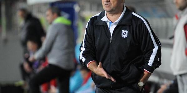 Çaykur Rizespor Teknik Direktörü Çalimbay Kizgin