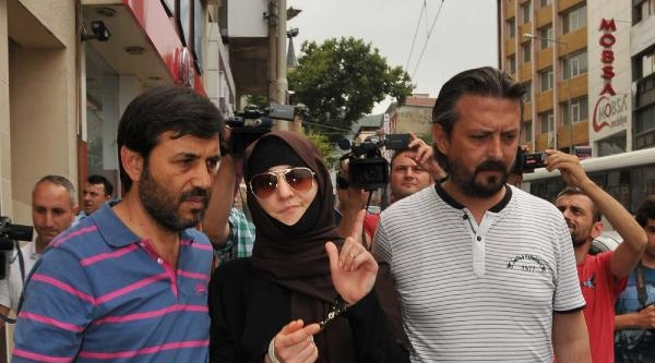 Çeçen Komutanın Aranınca Çarsaf Giyen Kızı, Mısır Satan Polislere Yakalandı