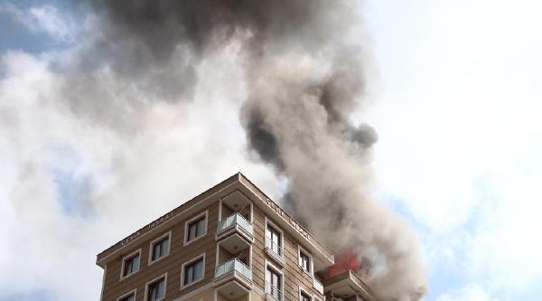 Çekmeköy'de Yangın Paniği;görme Engelli Aile Son Anda Kurtuldu