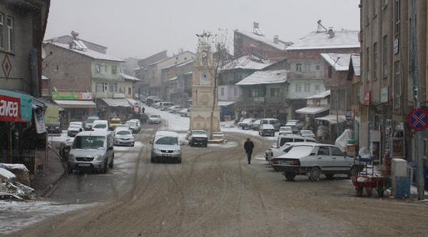 Çelikhan'a Mevsimin Ilk Kari Yağdi