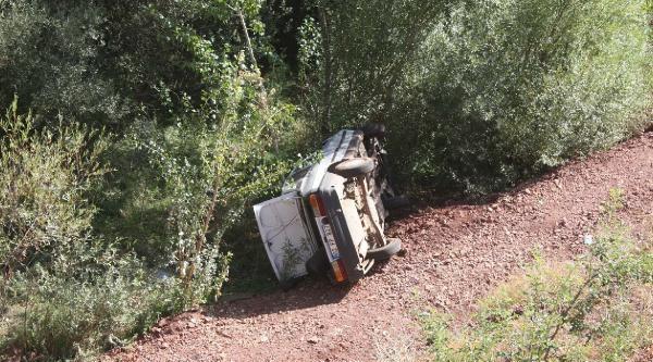 Çelikhan'da Devrilen Otomobilin Sürücüsü Yaralandı