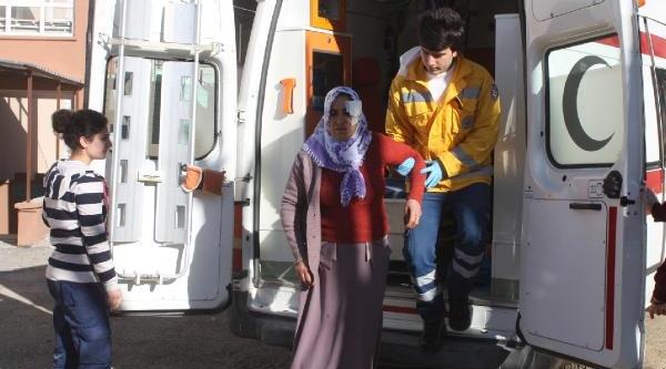 Çelikhan'da Iki Araç Çarpişti: 2 Yarali