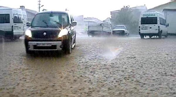Çelikhan'da Yağmur Hayatı Olumsuz Etkiledi