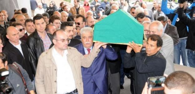 Cem Garipoğlu'nun mezar taşında ismi yok...