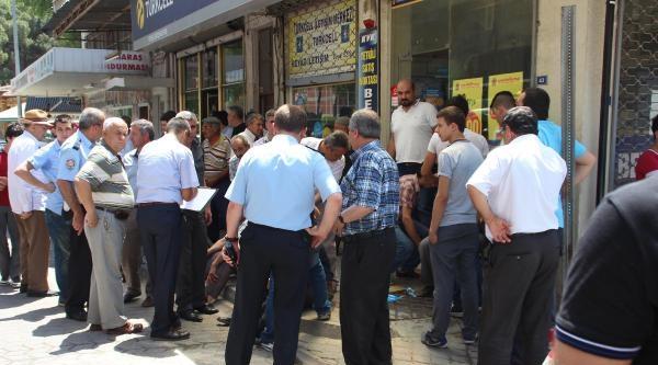 Cenaze Taşınan Kamyonetten Düşen 3 Kişi Yaralandı