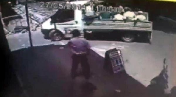 Cenaze Taşınan Kamyonetten Düşen 3 Kişi Yaralandı (ek Fotoğraf)