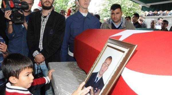 Cenaze Töreninde Şehidin 6 Aylık Kızı Yürek Burktu