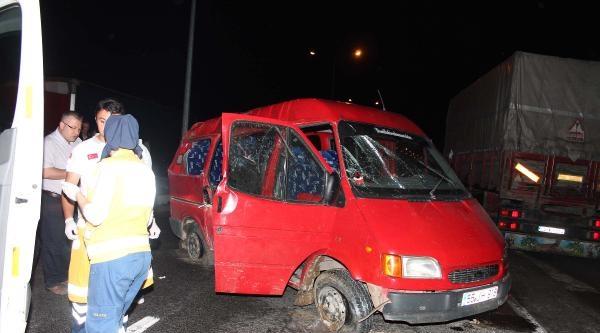 Cenazeye Giden Minibüs Kaza Yaptı: 1 Ölü, 7 Yaralı