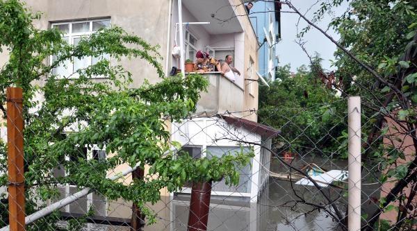 Çerkezköy'de Sağanak Yağış Nedeniyle Evleri Su Bastı