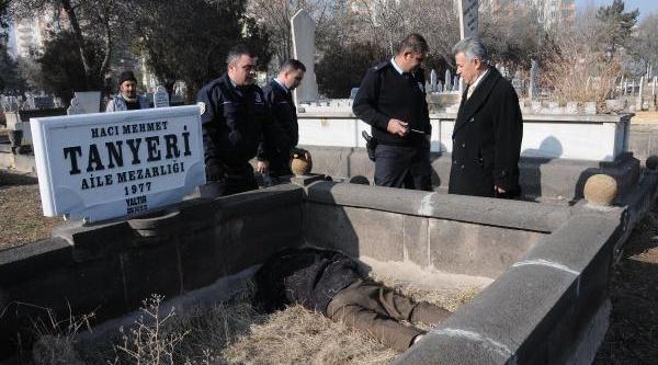 Cesedi Mezarlikta Bulundu