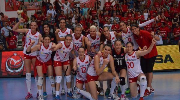 Cev Avrupa Bayanlar Finali 1. Maç: Türkiye- Almanya: 3-1