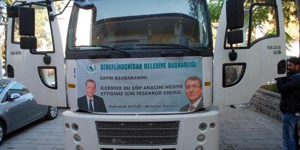 Çevre Bakanliği'ndan Şereflikoçhisar'a Çöp Arabasi Hibe Edildi