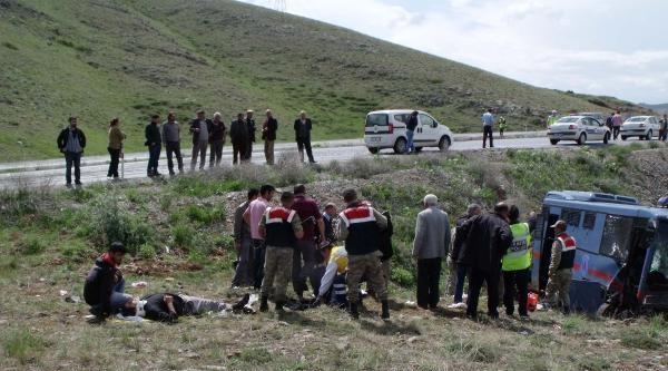 Cezaevi Nakil Aracı Tarlaya Devrildi: 1 Ölü, 9 Yaralı