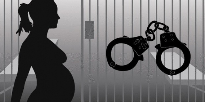 Cezaevinde gardiyandan hamile kaldı...