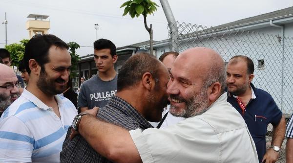 Cezaevinden Çikip, İsrail Bayrağına Basıp Açıklama Yaptı