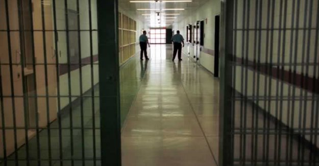 Cezaevine erkek girdi kadın çıktı