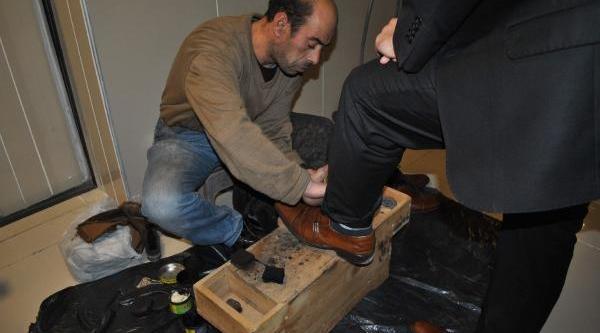 Cezasi Bitince Ayakkabi Boyaciliğina Başladi