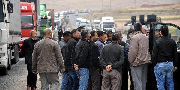 Chp Heyeti Habur'da 40 Kilometreyi Bulan Kuyrukta Şoförleri Dinledi
