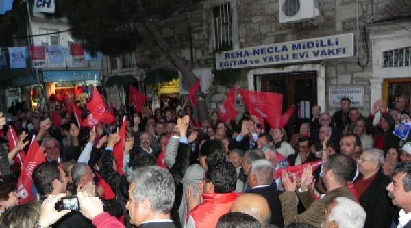 Chp Milletvekili Mustafa Balbay'a Foça'da Yoğun İlgi