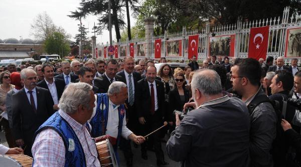 Chp'li Belediye Başkanı Gürkan, Önce Tabelaya Tc Ekletti, Sonra Makam Koltuğunu Değiştirdi