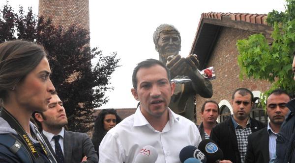 Chp'li Gençler Ali İsmail'in Heykeli Önünde Açıklama Yaptı:ceren'in Olayına Kayıtsız Değiliz