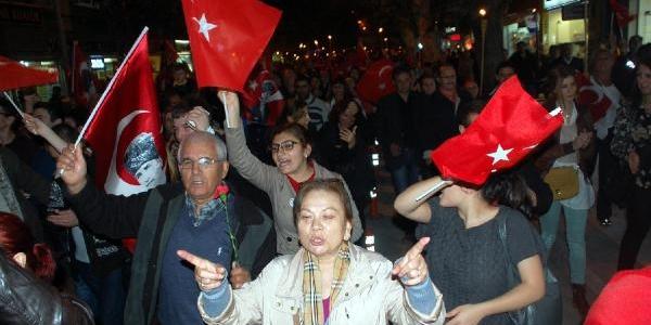 Chp'Li Ince: Onlarin Ki Cumhuriyete Karin Ağrisi