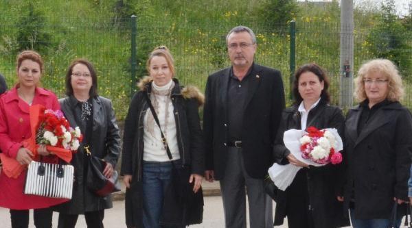 Chp'li Kadınlar, Kadın Mahkumların Anneler Günü'nü Kutladı