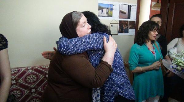 Chp'li Kadınlardan Abdullah Cömert'in Annesine Anneler Günü Ziyareti