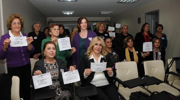 Chp'li Kadinlardan Canlandirmali Protesto