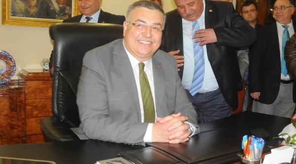 Chp'li Kesimoğlu, Belediye Başkanlığı Mazbatasını Aldı