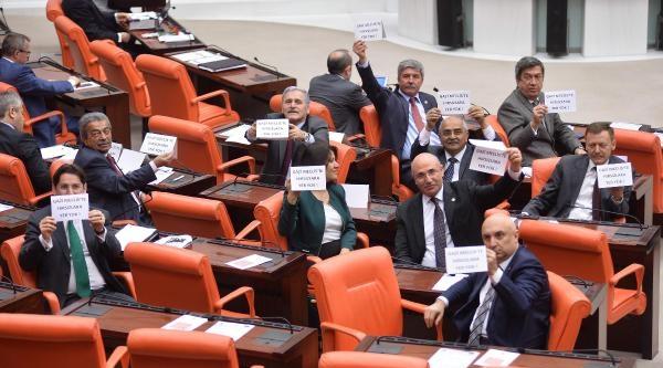 Chp'li Milletvekillerinden Genel Kurul'da Eylem