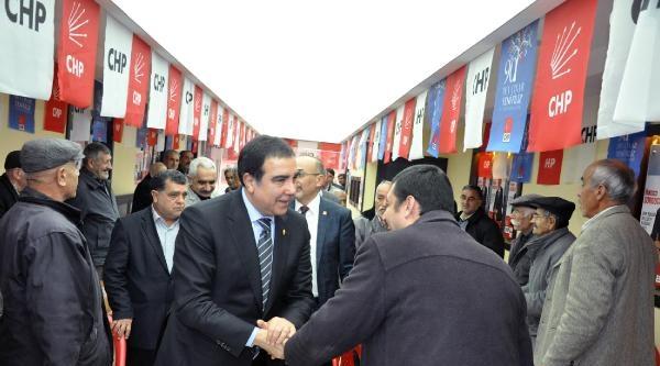 Chp'li Vekillerden, Şehit Polis'in Evine Taziye Ziyareti
