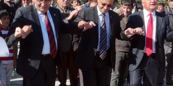 Chp'lilerden Halayli Cumhuriyet Kutlamasi