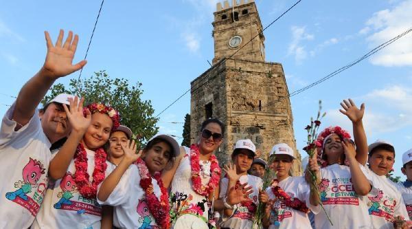 Çiçek Festivaline Görkemli Kortej