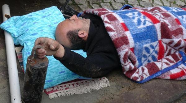 Çikan Yangınla Paniğe Kapılan İşçi Çatidan Düştü