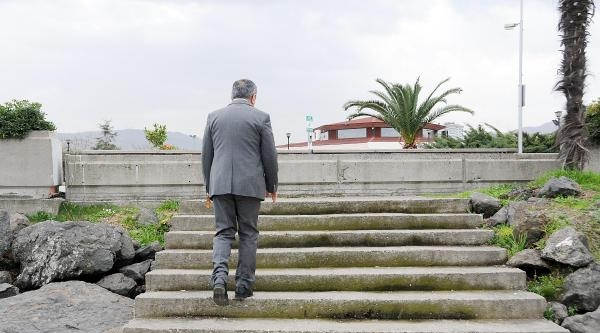 Çikişi Olmayan Merdiven