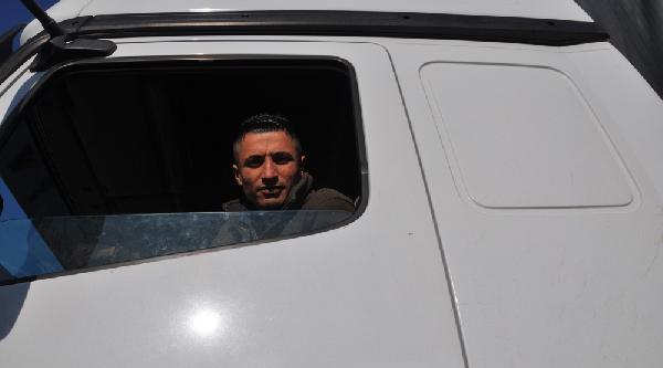 Cilvegözü'nde Tir Çikişlari Kontrollü Şekilde Başladi