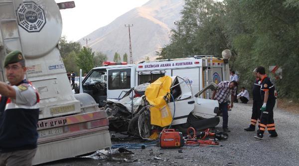 Çimento Yüklü Tır İle Otomobil Çarpişti: 2 Ölü