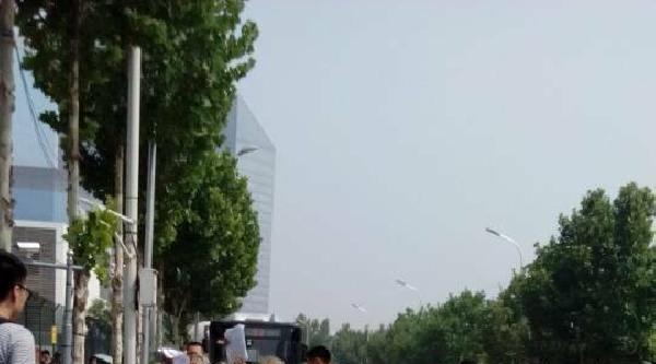 Çin'de Yaşlı Kadınlardan Çiplak Protesto