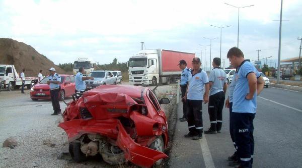 Cipin Çarptiği Otomobilin Sürücüsü Öldü