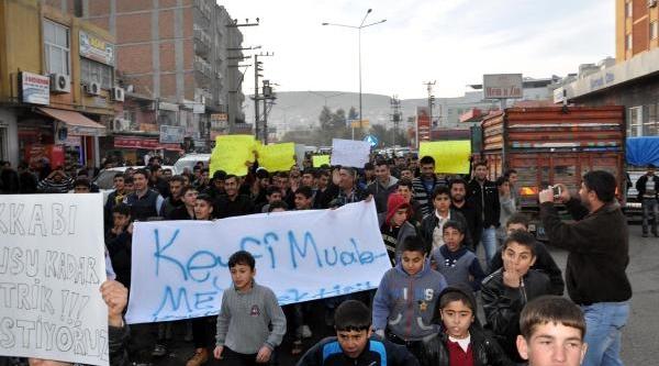 Cizre'de Bin Kişi Elektrik Kesintilerini Protesto Etti