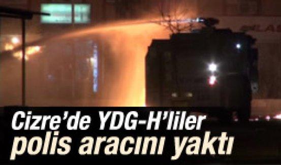 Cizre'de YDG-H üyeleri yol kesip polis araçlarını yaktı