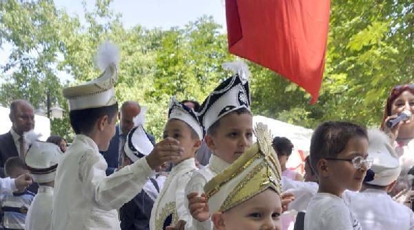 Çocuk Yuvasında Kalan 12 Çocuk İçin Sünnet Şöleni