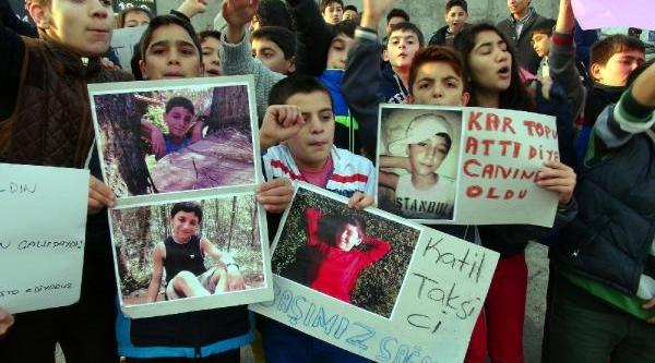 Çocuklar, Kartopu Yüzünden Ölen Arkadaşlari Için Eylem Yapti