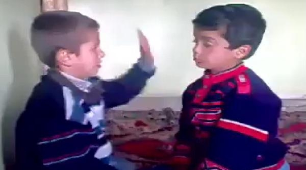 Çocuklarin Birbirini 'tokatlama' Oyunu Tepki Çekti