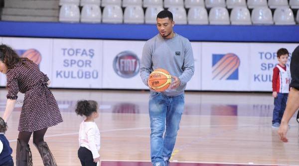 Colin Kazim Tofaş Maçini Izledi Salonda Basket Oynadi Fotoğraflari